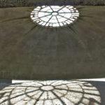 Sotto la cupola del Memoriale sono state ricomposte le ceneri dei deportati.